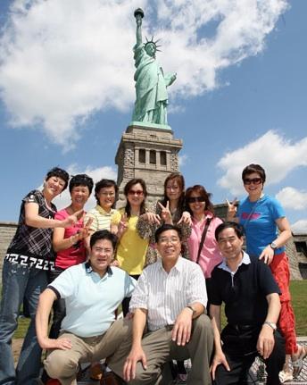 NYC tourists resized 600